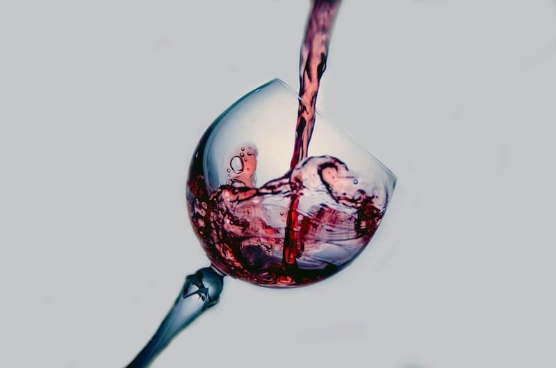 El mito de los beneficios de tomar una copa de vino al día
