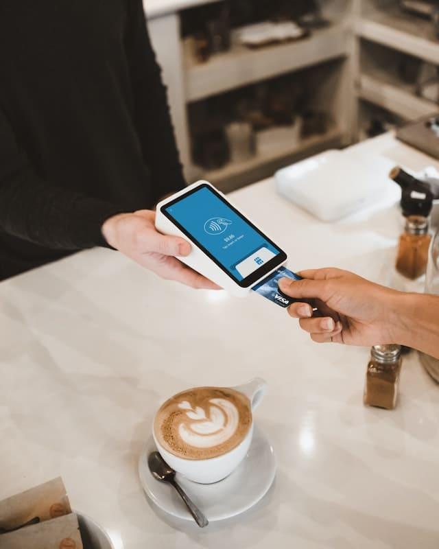 Pagando con una tarjeta de crédito