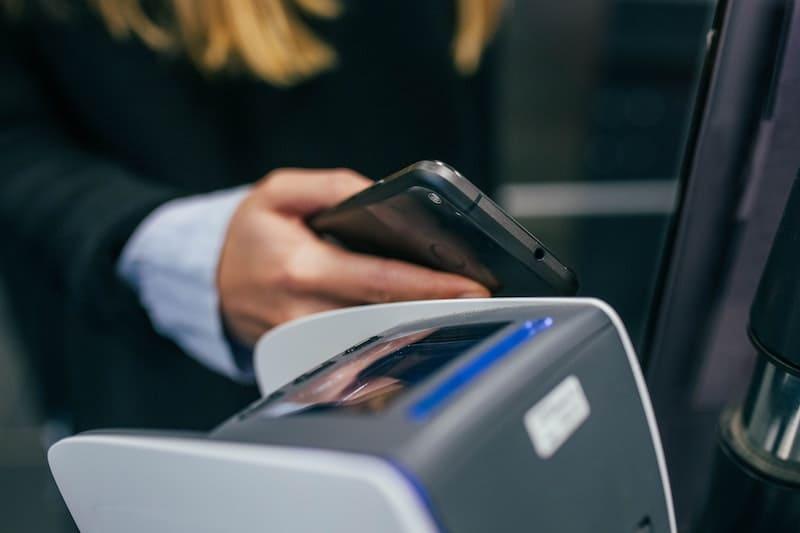 ¿Aún no pagas con el teléfono? Te contamos por qué es mejor que hacerlo con tarjeta