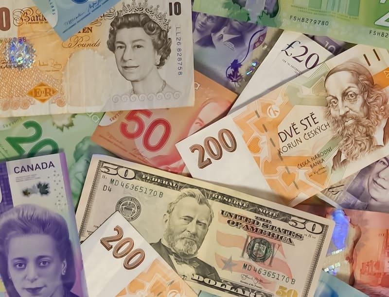 ¿Dónde hacer el cambio de moneda al irte de viaje?