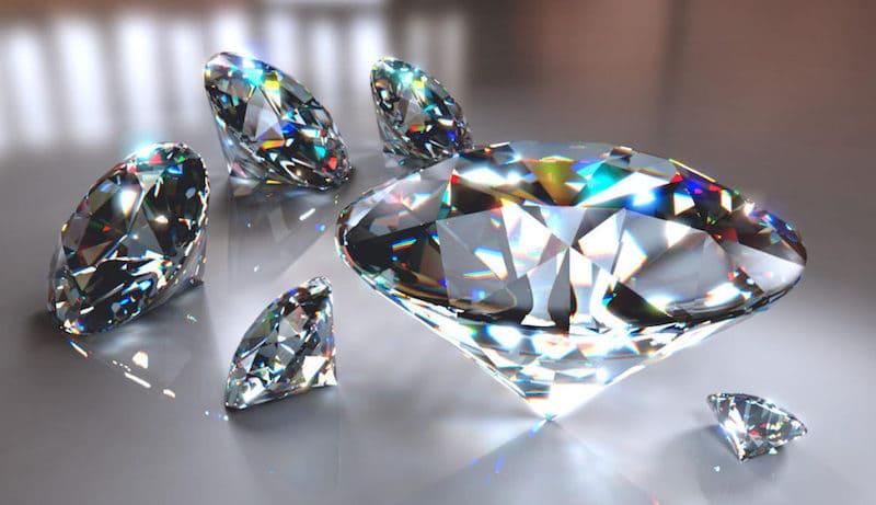 Diamantes en una mesa